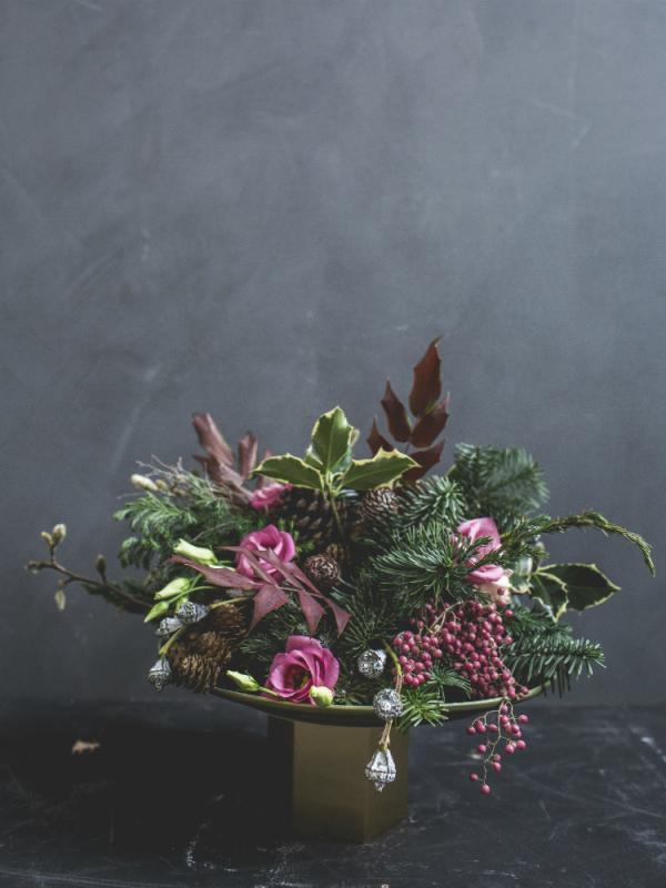 Von einem langweiligen Gesteck zu einem modernen Weihnachtsarrangement Tollwasblumenmachen.de